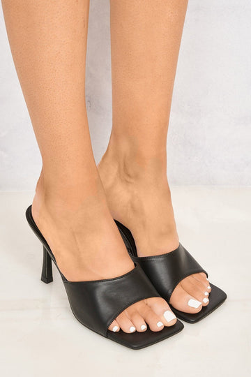 Nero Square Toe Plain Band Mule in Black