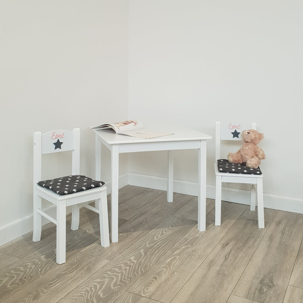Handmade table and chairs for kits