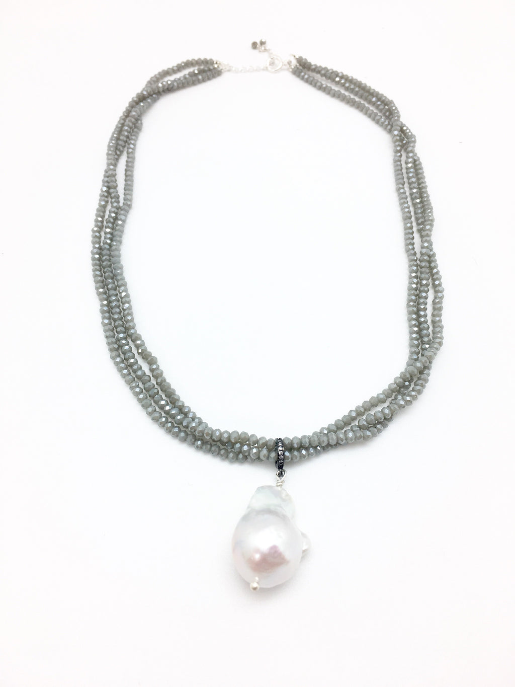Petra Short, Cement / White Baroque Pearl