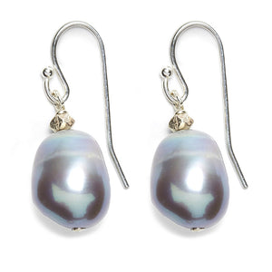 Sofie Earring, Silver / Grey Pearl