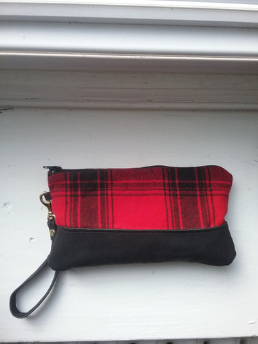 DEMI CLUTCH / RED PLAID