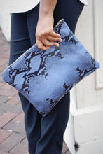 BLUE/BLACK SNAKE CLUTCH