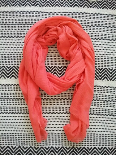 LIGHTWEIGHT GAUZE SCARF / CORAL