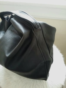 Minimalist leather shoulder bag