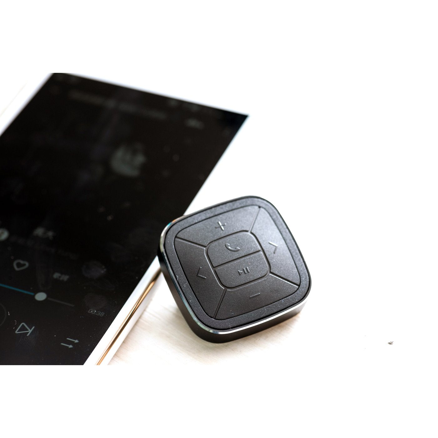 Tunai Button: Wireless Car Music Controller