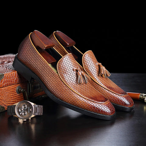 Men Handmade Exquisite Embroidery Leather Shoes