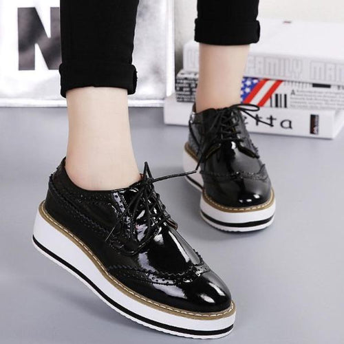 Women Brogue Patent Leather Flats Lace Up Flat Oxford Shoes