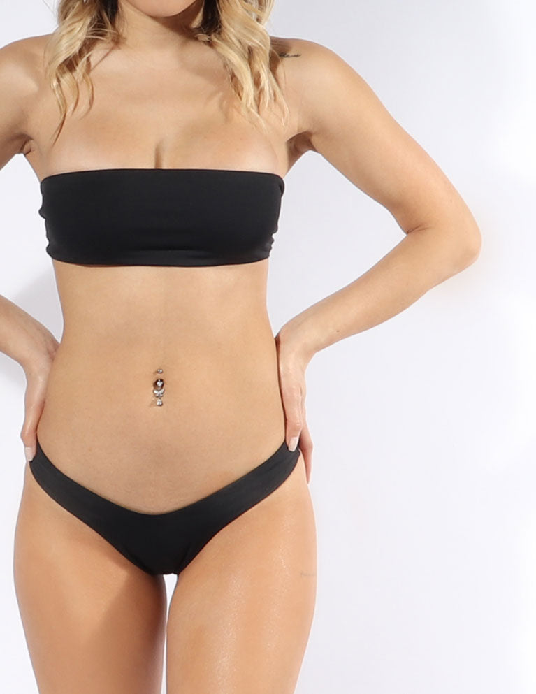 The Rosa bandeau bikini top in Black is both reversible and strapless with an easy tie-back.
