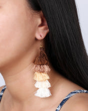 Load image into Gallery viewer, Gold tassels earrings JE019