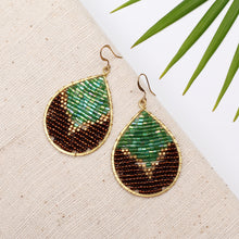 Load image into Gallery viewer, Emerald drop earrings JE021