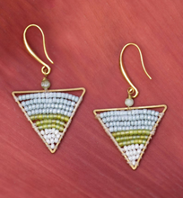 Load image into Gallery viewer, Triangle green beads Earrings JE015