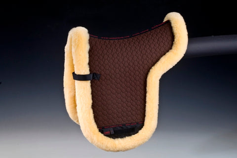 Horse Dream UK Genuine Sheepskin Numnah. Fully lined with 100% Merino Lambskin which has been rolled around the edges of the numnah to form a smart border.