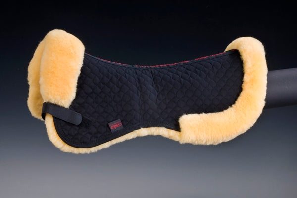 Horse Dream UK sheepskin half pad fully lined with 100% Merino sheepskin. This Half pad has a border and is Spine Free of sheepskin