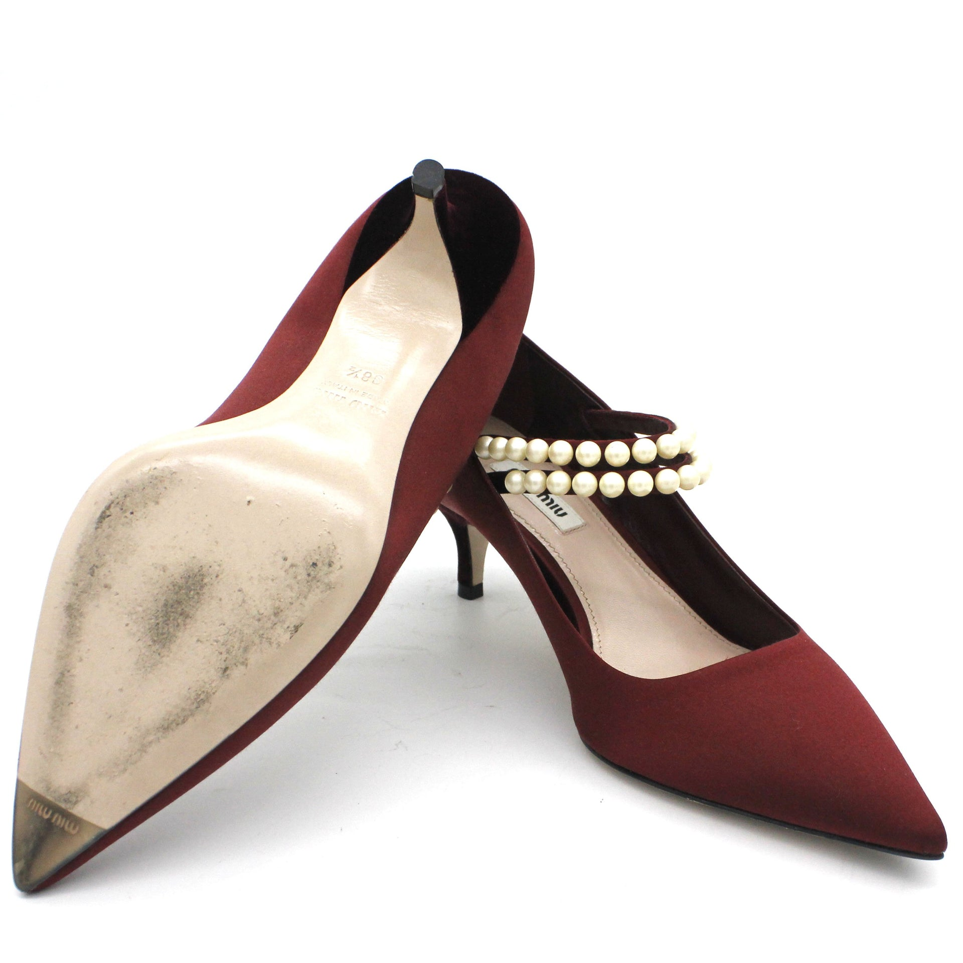 faux pearl-embellished satin Pumps
