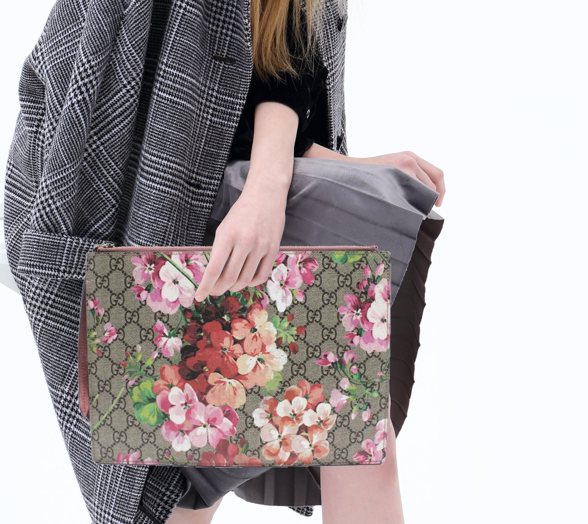 eafbccb212e837 Gucci GG Blooms pouch – STYLISHTOP