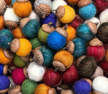 Load image into Gallery viewer, Individual Felted Acorns