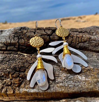 N°673 The Benign Moonstone Addiction Statement Earrings