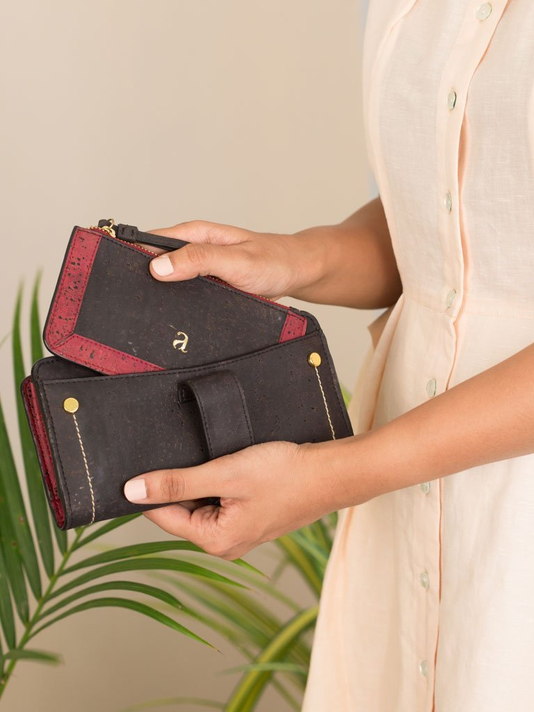 Kim Clutch Black Maroon Wallet detail