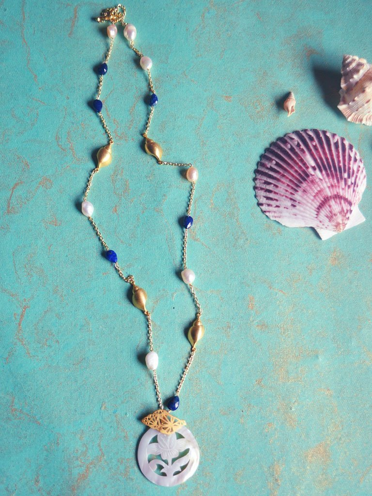 Nacre Necklace Two detail