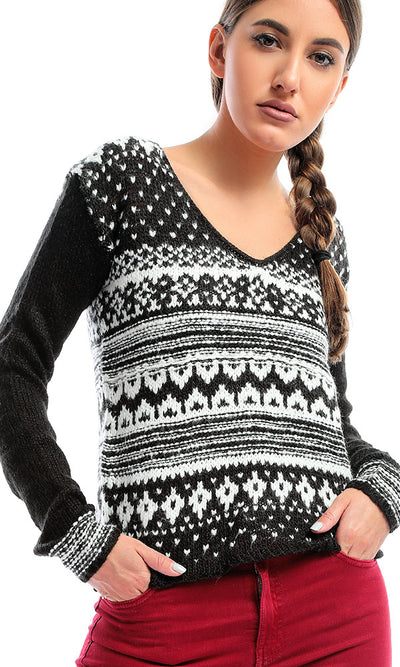50948 Knitted Black & White Deep V-Neck Pullover