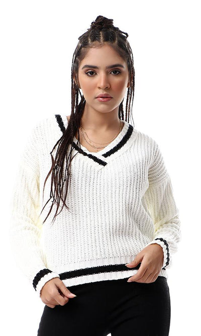 55095 Deep V-Neck Chunky Knit Off-White Pullover With Black Lines