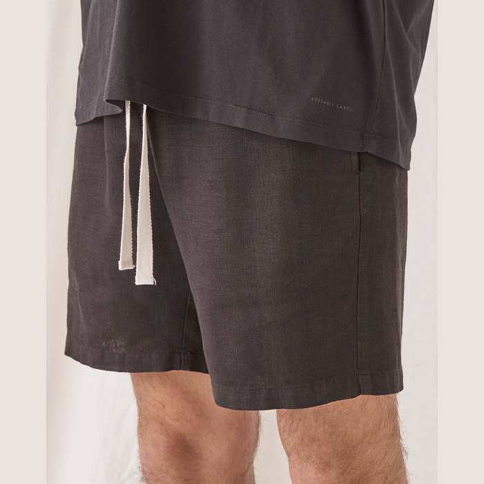 assembly label - transition short - black