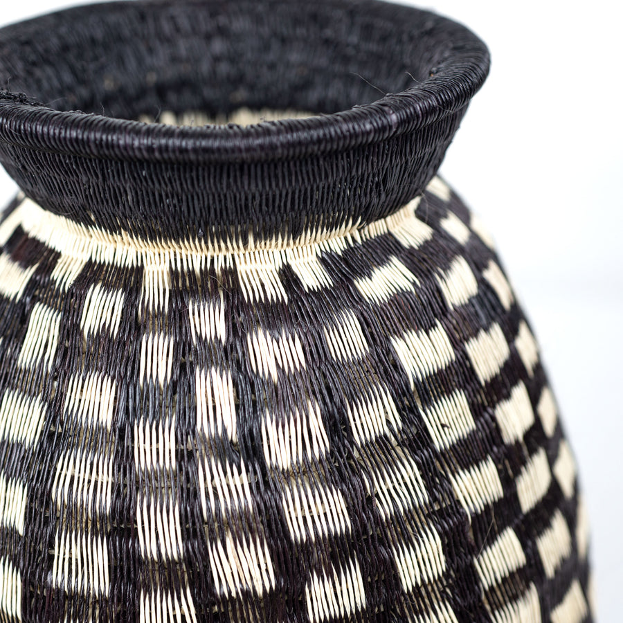 squares black and white Colombian basket vase