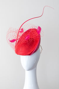 ALEX- Platter hat in hot pink and red with veiling and feathers
