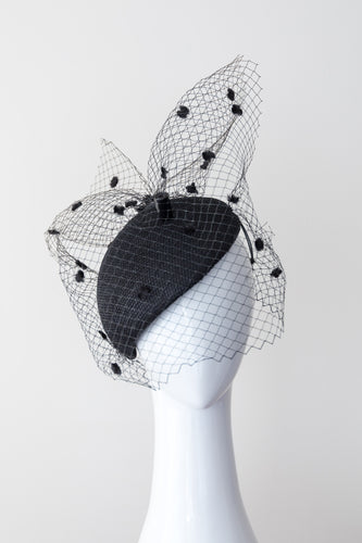 ALICE-Black side beret with vintage spotted veiling