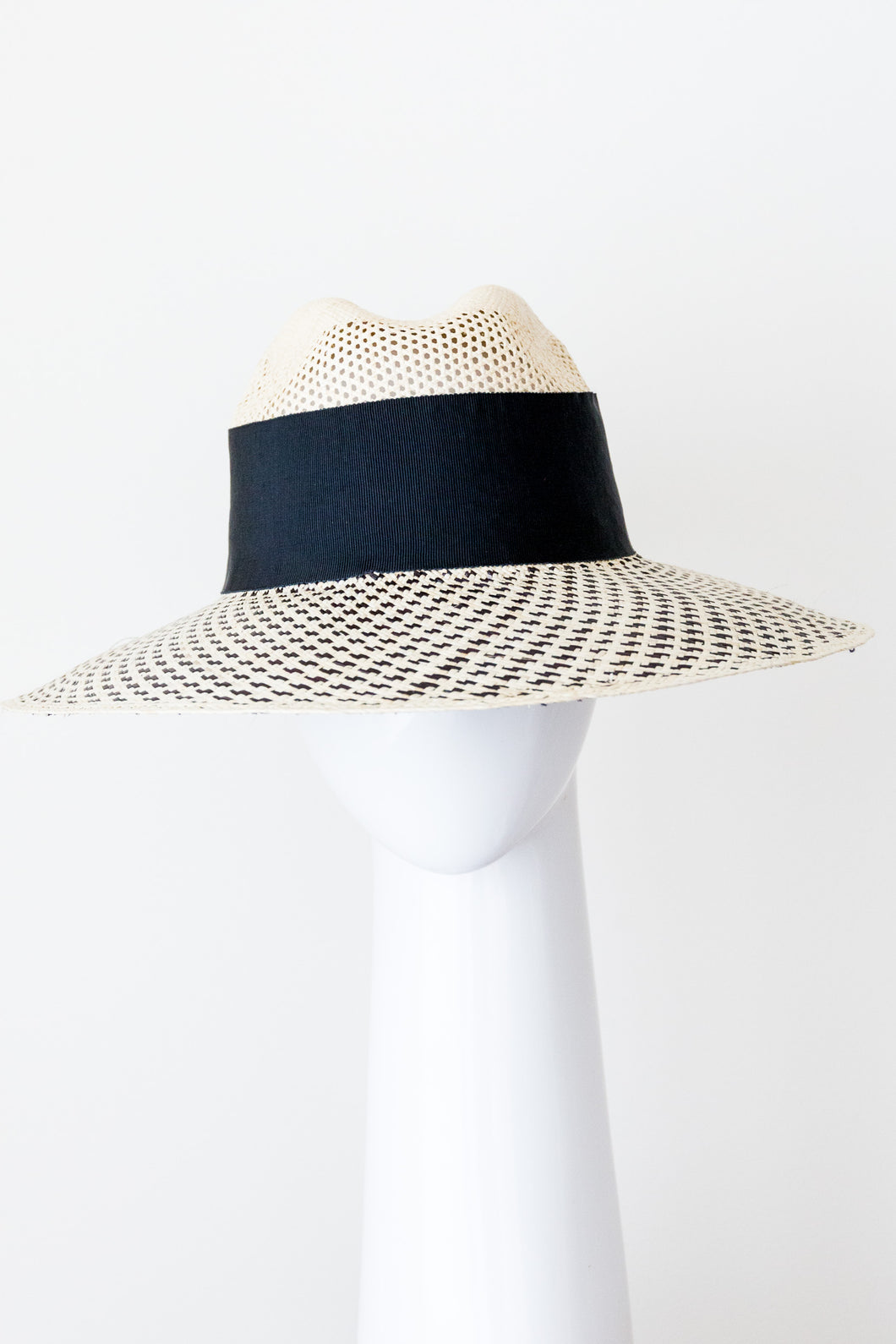Cream and black panama sunhat with a swirlpattern