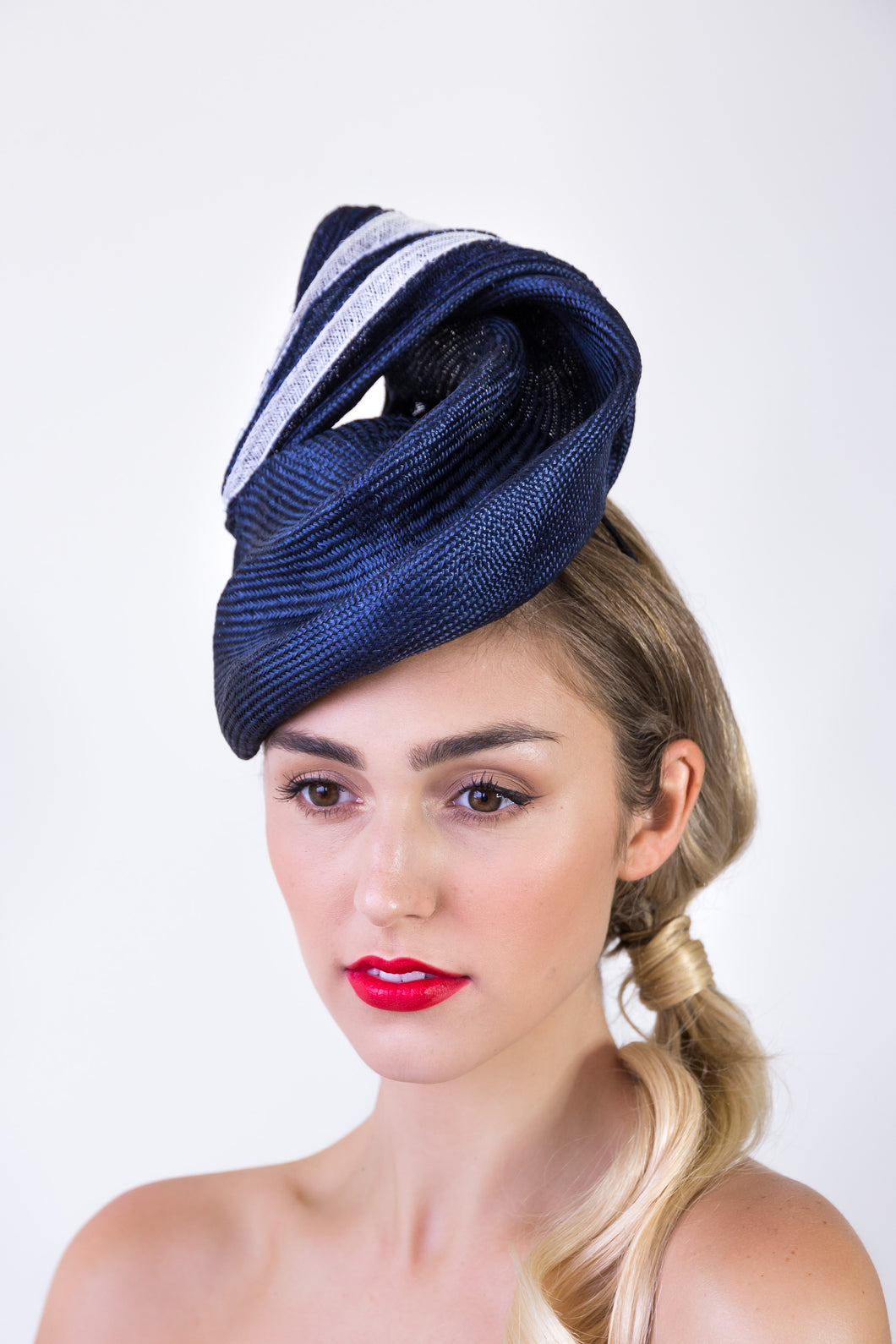 MARJORAM BERET- Navy and white side sculpture beret