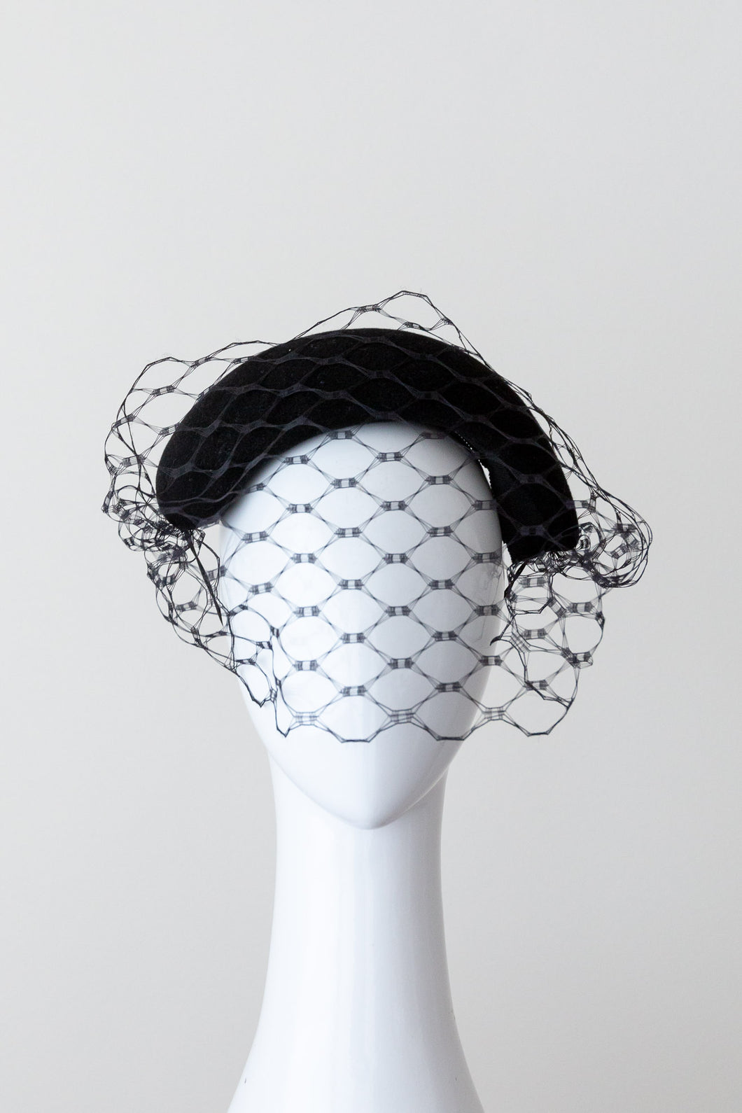 VEILED SWIFT HEADBAND- Black felt veiled headband