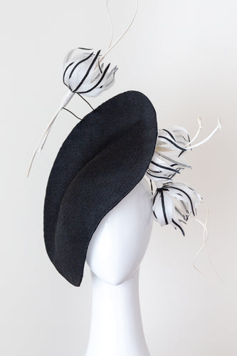 MAGPIE LARK-Black and white platter hat with feather trim