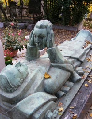 8 Bizarre Gravestones You Have to See to Believe