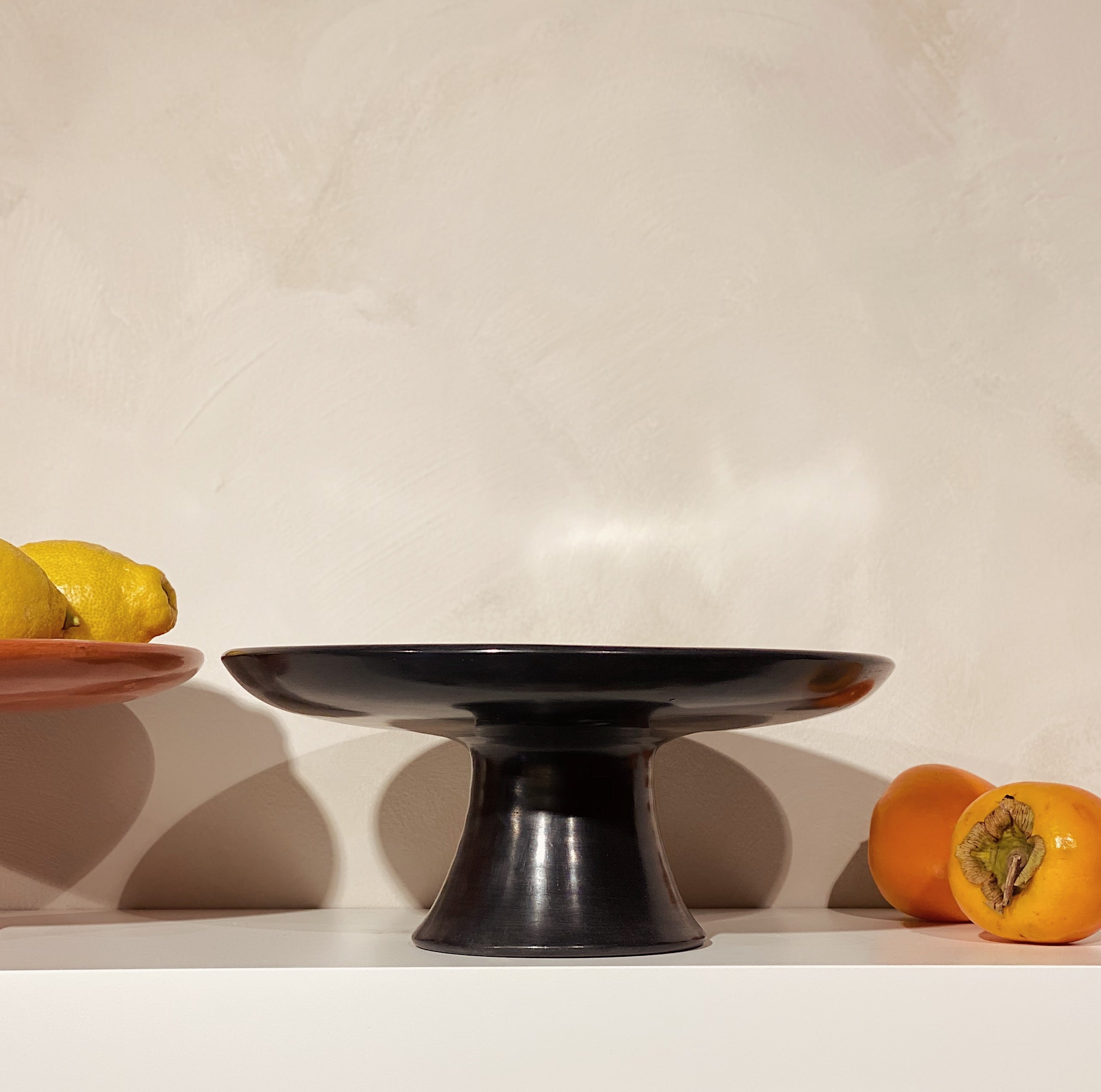 Tadelakt fruit bowl black