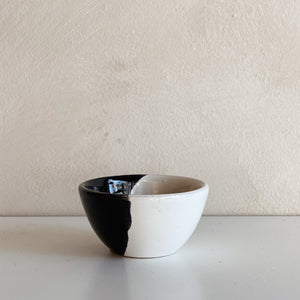 Black and white bowl XS