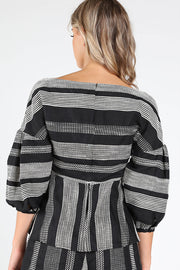 TEXTURED 3/4 SLEEVE WRAP TOP