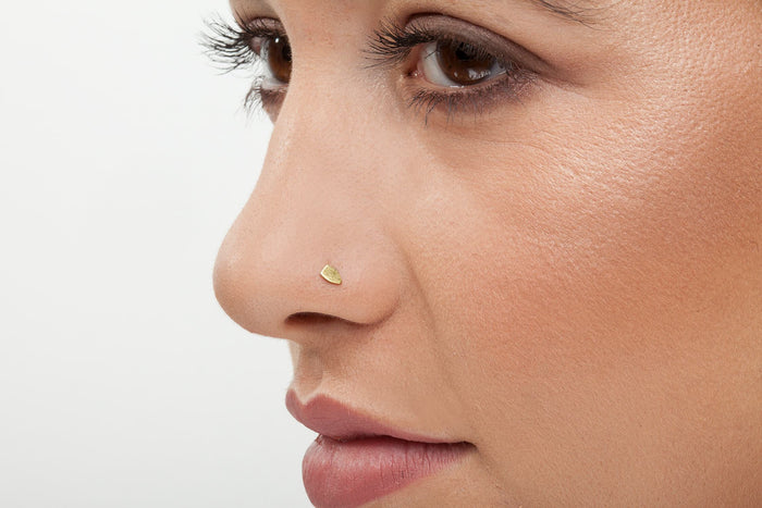 Exquisite Asymmetrical Design Piercing 14 K Gold Nose Stud - Ze'i