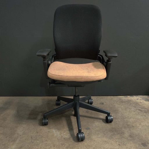 Pre-Owned Steelcase V2 Leap with Orange Mesh Seat