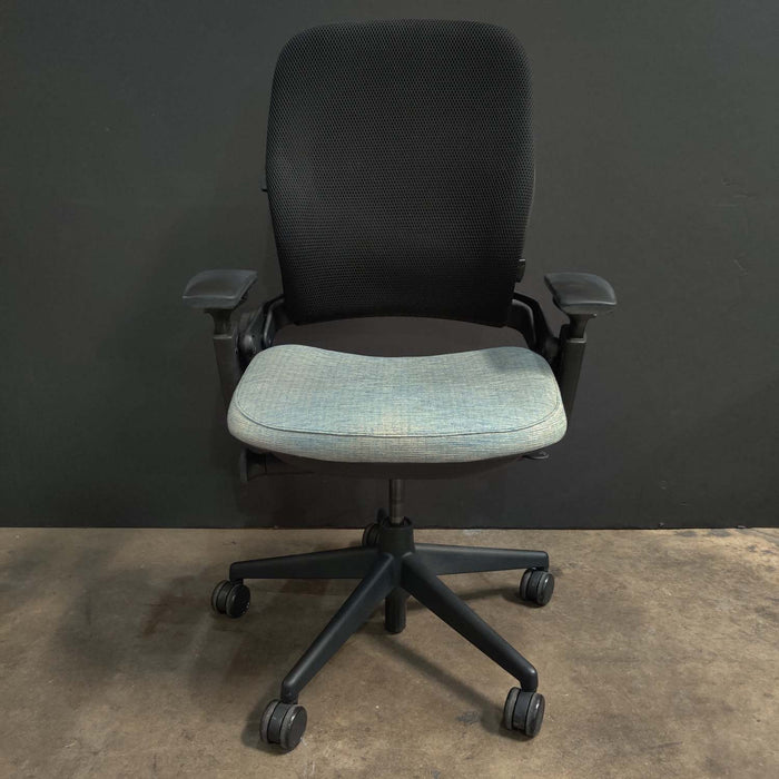 Pre-Owned Steelcase V2 Leap with Blue Mesh Seat