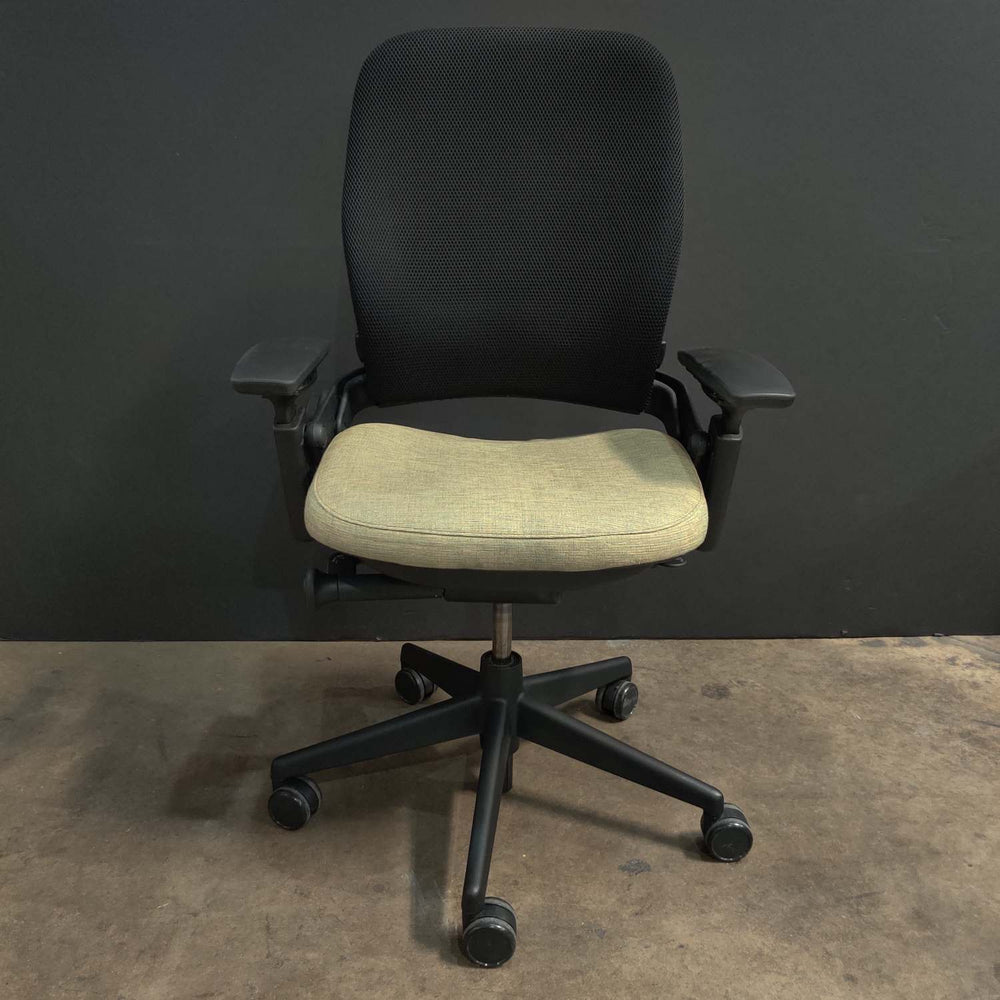 Pre-Owned Steelcase V2 Leap with Green Mesh Seat