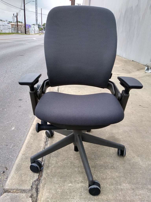 Pre-Owned Steelcase V2 Leap with Grey Fabric Seat and Back