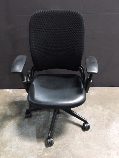 Pre-Owned Steelcase V2 Leap with Black Leather Seat
