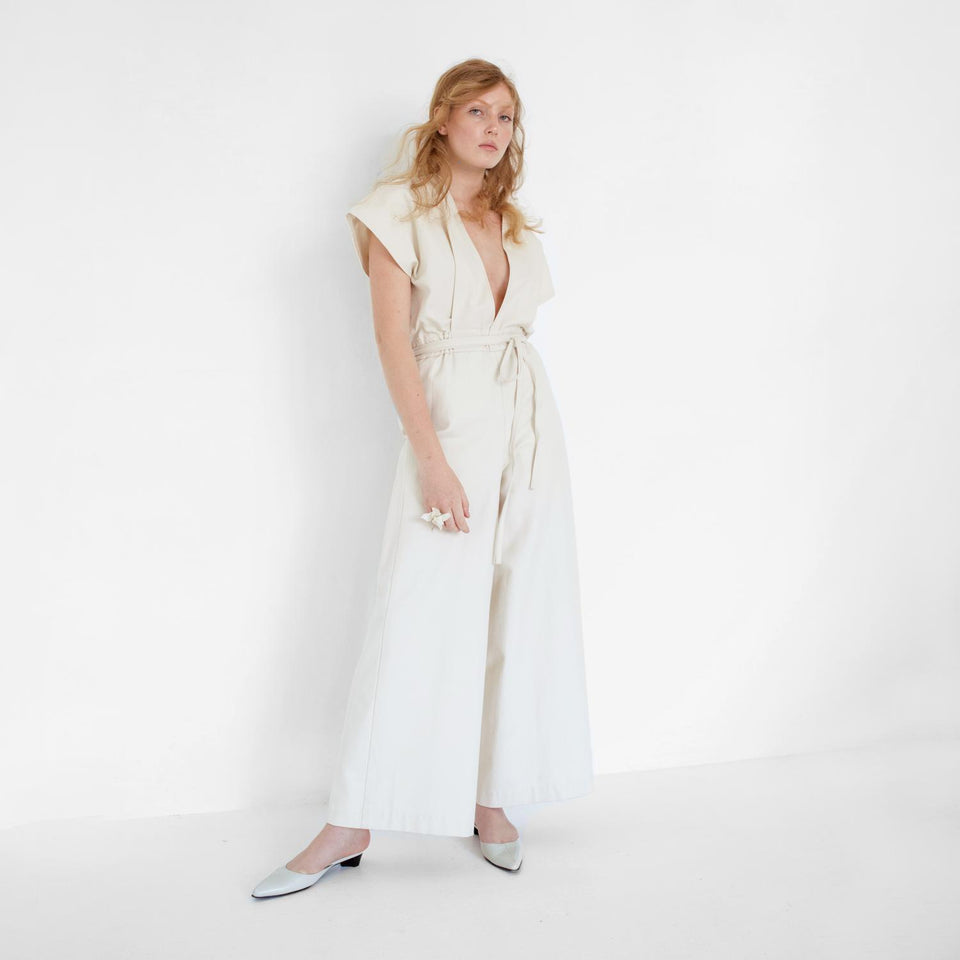 V neckline bridal overall by Natascha von Hirschhausen fashion design made in Berlin
