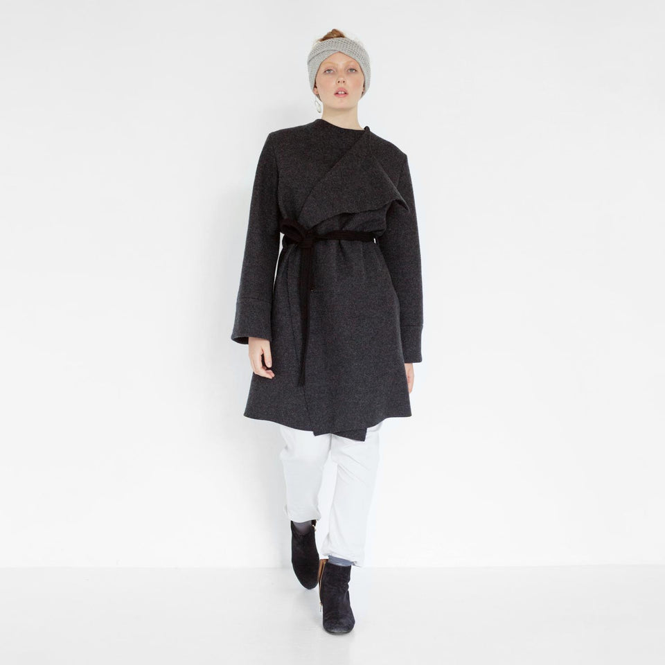 elegant woolen coat by Natascha von Hirschhausen fashion design made in Berlin