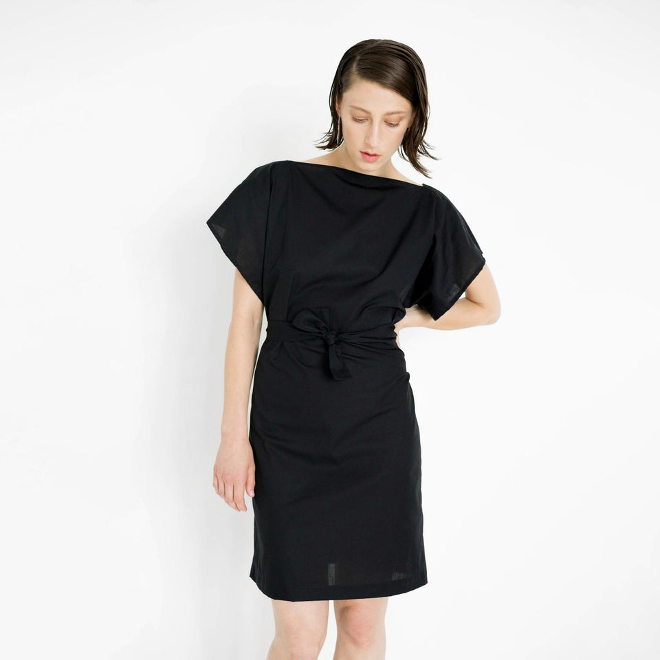 ligth summer dress made of shirting fabric by Natascha von Hirschhausen fashion design made in Berlin