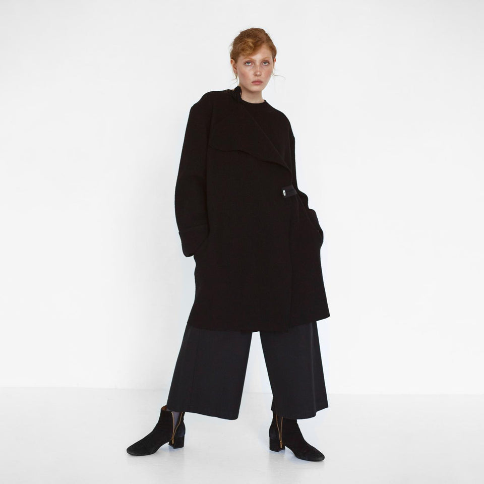 minimal design oversized coat made of organic wool by Natascha von Hirschhausen fashion design made in Berlin