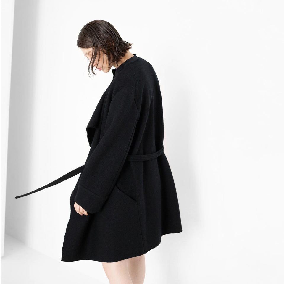 elegant oversized coat made of organic wool by Natascha von Hirschhausen fashion design made in Berlin
