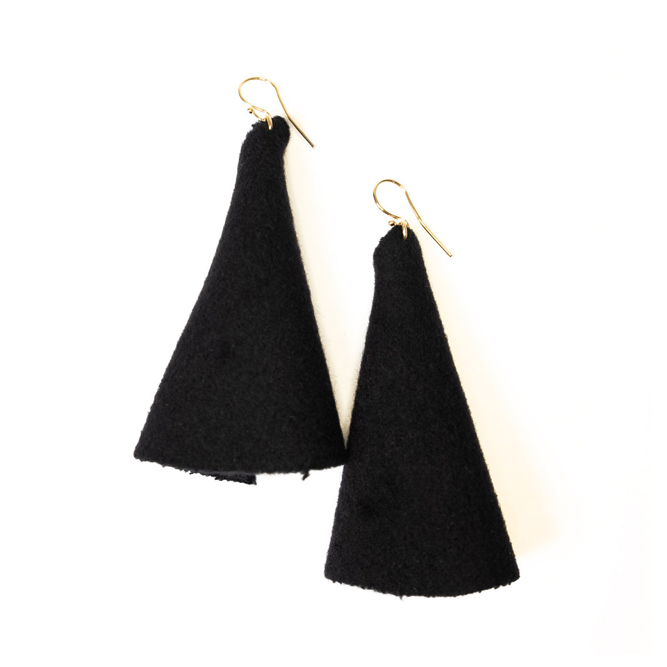 "zero-waste earring ""sweater"""