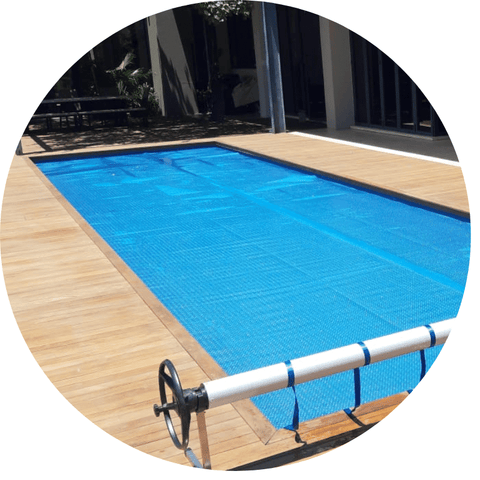 Swimming pool solar cover and rollup-stations